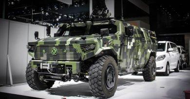 Tin HOT : Trung Quốc mang cả xe quân sự tới cuộc triển lãm xe sắp tới