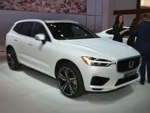 SUV Volvo XC60 2018 hạng sang giá Việt Nam 1,05 tỷ đồng