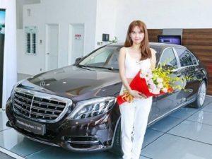 Ngọc Trinh đẹp rạng ngời bên siêu xe mới tậu 12 tỷ VND
