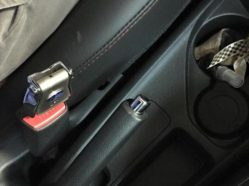 Dây an toàn sau lưng ô tô, thắt dây an toàn trên xe