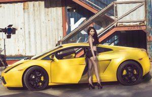 Hotgirl Linh Miu nóng bỏng bên siêu xe Lamborghini Gallardo