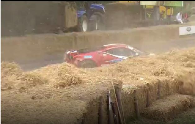 Siêu xe đua Ferrari 458 GT2 gặp nạn tại lễ hội siêu xe Goodwood 2017