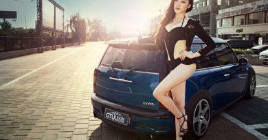 Dàn người đẹp và xe  MINI Cooper hút mắt