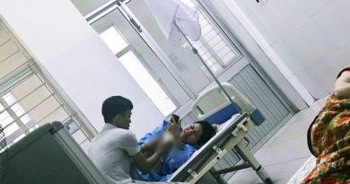 ngưỡng mộ anh chồng chăm vợ hết mình trong bệnh viện
