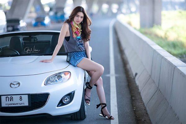 Người đẹp Thái Lan quyến rũ bên chiếc mui trần Mazda Miata