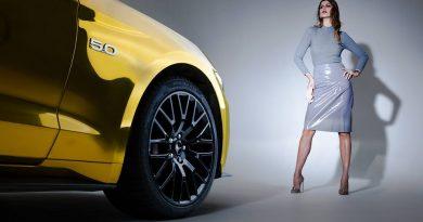 Ford Mustang mạ vàng là một trong số ít các dòng xe trên thế giới liên tục được sản xuất trong suốt 50 năm qua
