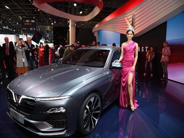 Hoa hậu Tiểu Vy cùng VinFast xuất hiện ở triển lãm ôtô Paris 2018