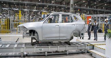 VinFast sản xuất thành công thân vỏ xe Lux SUV đầu tiên