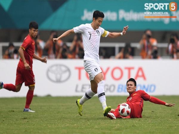 Cuộc tái đấu giữa Quang Hải và Son Heung-min bị hoãn