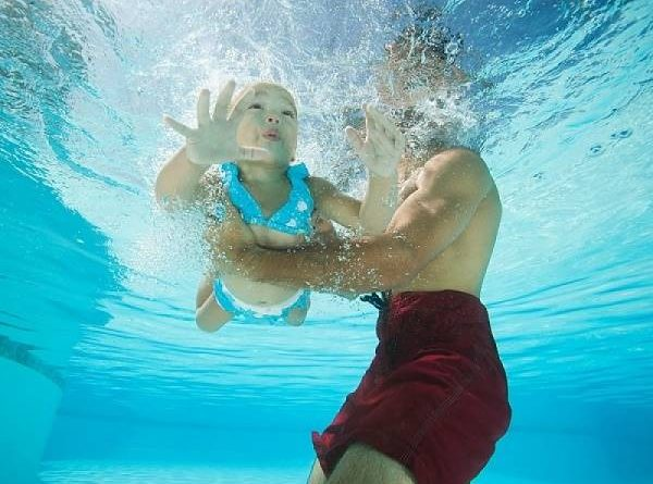 Nằm mơ thấy bơi lội là điềm gì? Đánh lô đề con nào?