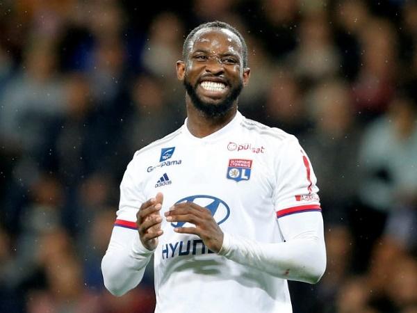 Lyon đồng ý bán Moussa Dembele cho MU