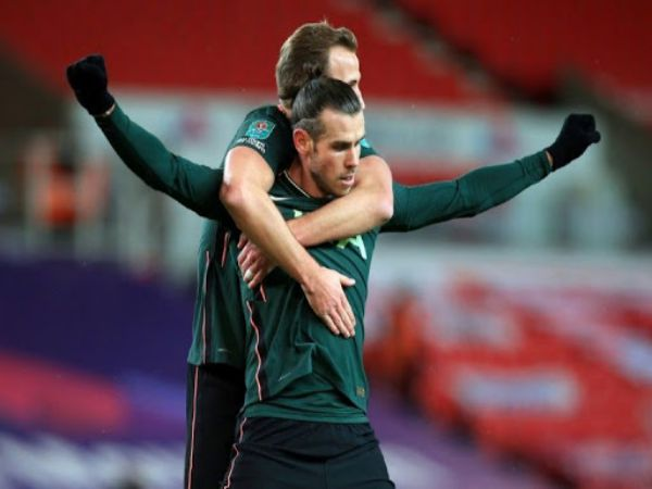 Tin bóng đá tối 24/12: Vừa lập công, Bale lại dính chấn thương